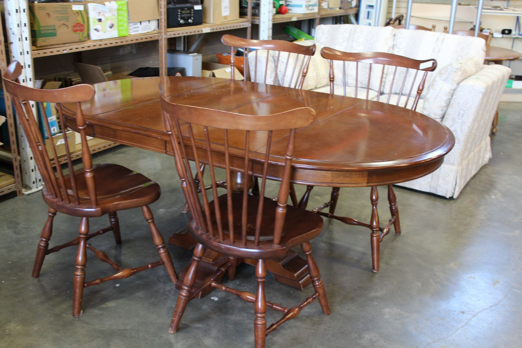 Vilas Maple Pedestle Dining Table With 2 Leafs And Four
