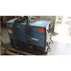 Miller Bobcat 250 Welder/Generator w/Leads (starts up and runs)