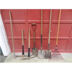 MIXED LOT GARDEN TOOLS *NO SHIPPING*