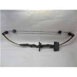 DEER HUNTER COMPOUND BOW WITH QUIVER