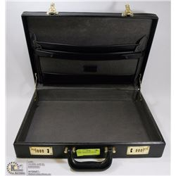 COMBINATION LOCK ATTACHÉ CASE