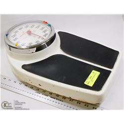 HEALTH-O-METER PROFESSIONAL FLOOR SCALE