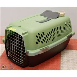 SMALL PETMATE PET TAXI W/ TRAVEL FOOD/WATER DISH