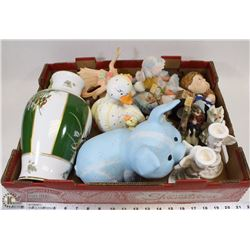 BOX OF ASSORTED DECORATIVE ITEMS