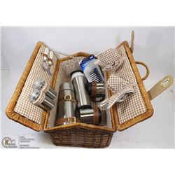 WICKER PICNIC BASKET SET WITH STAINLESS STEEL