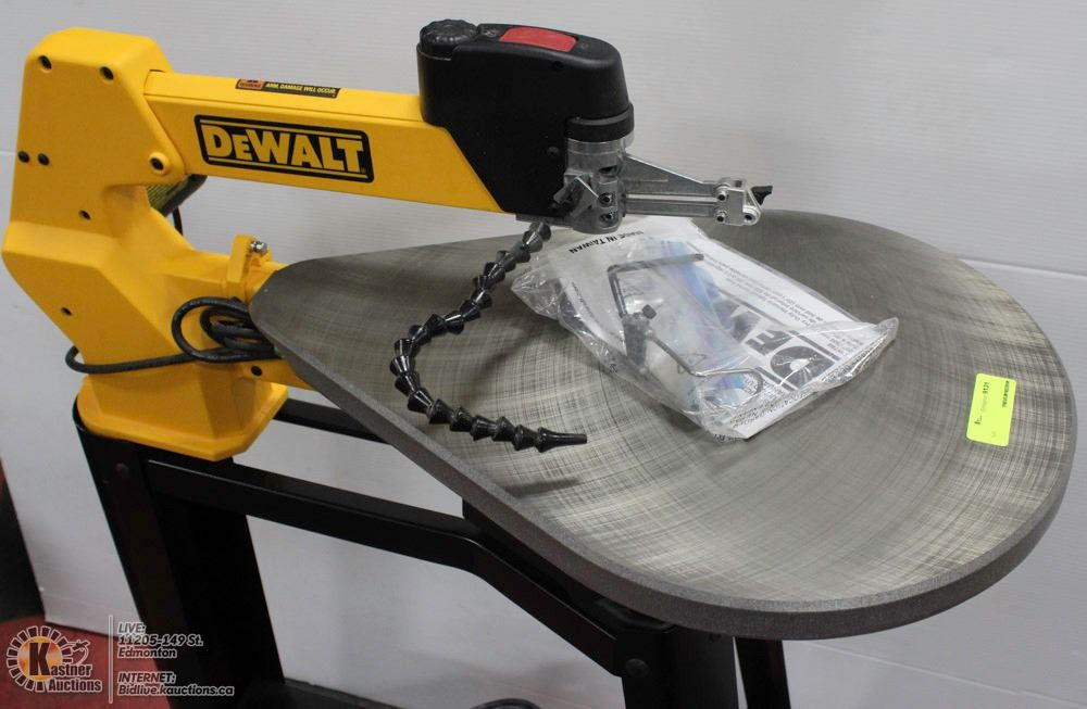 Image 2 DEWALT DW788 20 SCROLL SAW WITH STAND WORKLIGHT
