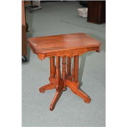 Antique Canadiana Eastlake splayed pedestal occasional table with carved skirt