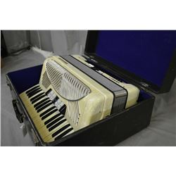 Horner Verdi I accordion and case