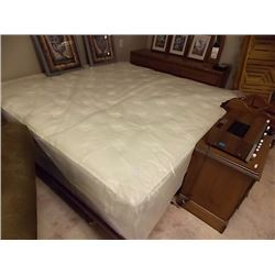 KING MATTRESS - STORE DISPLAY UNIT - MONTERAY FIRM
