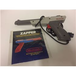 ORIGINAL NES ZAPPER GUN W BOOKLET