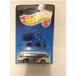 "HOT WHEELS ""AMERICAN FOOTBALL TEAM"" TOY BUS"