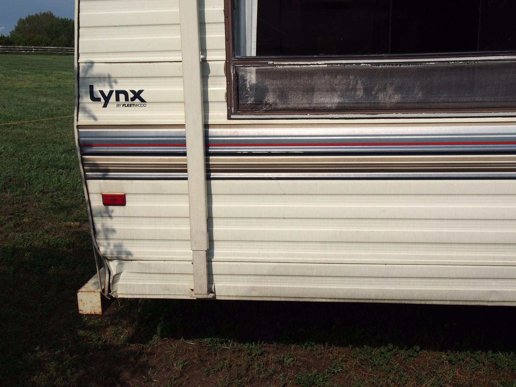 ... Image 11 : 1989 Lynx Fleetwood Prowler Trailer, 26', 5th Wheel  (2EC6N2624K6543792