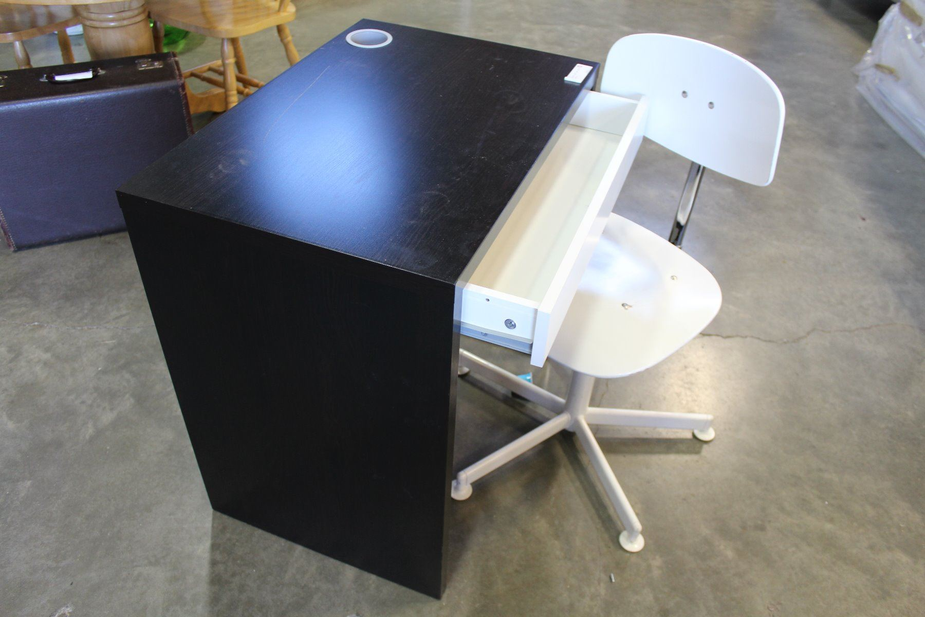 Image 2 Small Modern Desk And White Office Chair