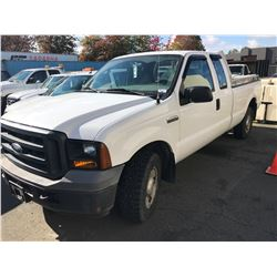 2006 FORD F250 XL SUPERDUTY, WHITE, GAS, AUTOMATIC, 5.4L, VIN#1FTSX20536EB25601, 114,037KMS,