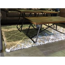 APPROX  5' X 8' WHITE & GREY SHAG AREA RUG