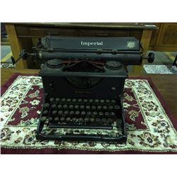 VINTAGE IMPERIAL WAR FINISH MANUAL TYPE WRITER