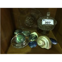 SHELF LOT OF ASSORTED VINTAGE PRESS GLASS & VARIOUS SEA SHELLS