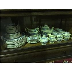 65 PIECES OF RIDGWAY STAFFORDSHIRE ENGLAND WINDSOR PATTERN DINNERWARE SET