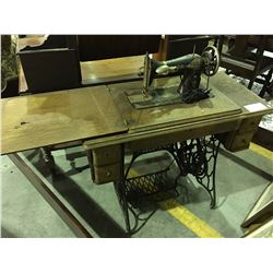 EARLY 1900'S TREADLE SEWING MACHINE