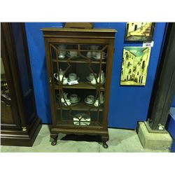 EARLY 1900'S MAHOGANY GLASS FRONT CHINA CABINET