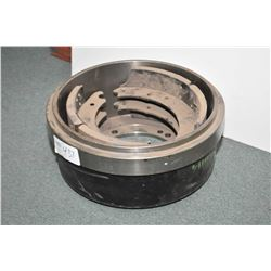HD Plus X60114 brake drum and shoes- AUCTION HOUSE WILL NOT PROVIDE SHIPPING FOR THIS ITEM. BUYER MA