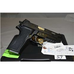 Sig Sauer Model P226R .22 LR Cal 10 Shot Semi Auto Pistol w/ 112 mm bbl [ appears as new in original