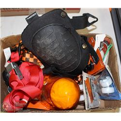 BOX WITH CASTORS, CARGO STRAPS, PAIR OF KNEE PADS,