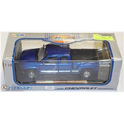 1999 CHEVROLET SILVERADO DIE-CAST    1:18    BY