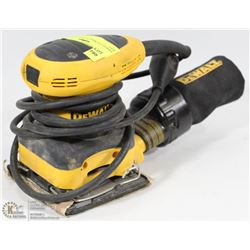 DEWALT PALM SANDER WITH BAG