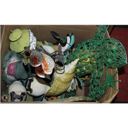 VARIETY BOX OF INDOOR & OUTDOOR ORNAMENTS