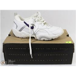 NIKE WOMENS WHITE 8.5 RUNNING SHOES