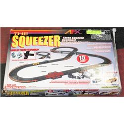 AFX THE SQUEEZER HO 15' RACE TRACK WITH CARS