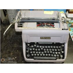 ANTIQUE UNDERWOOD TYPE WRITER