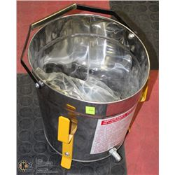 BUCKET WITH AIR SANDING GUN AND HOSE