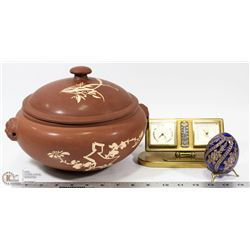 CHINESE SOUP POT WITH GLASS DECORASTIVE EGG