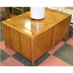 2 SQUARE END TABLES X2