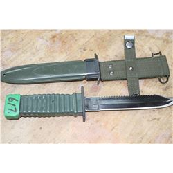 Survival Knife in a Green Military Case