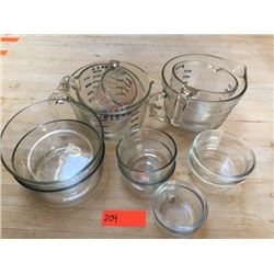 Pyrex Measuring Cups & Bowls (Cups: 1 Cup/250ml, Two 4c./1liter, Two 8c./2liter)