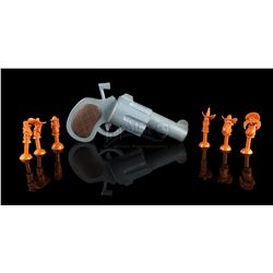 WHO FRAMED ROGER RABBIT (1988) - Crew Gift Toon Handgun and Six Character Bullets