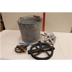 Metal Bucket w/Pulleys (4)
