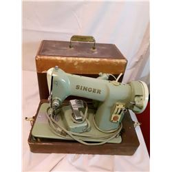 Vintage Singer Sewing Machine In Carrying Case