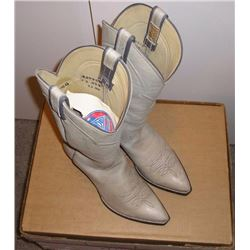 Pair Mens Cowboy boots. Light gray smooth  leather with plain uppers. Hondo boots size 8  1/2 D. Goo