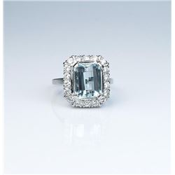 High quality Vintage design ring featuring a  fine Aquamarine weighing over 4.00 carats and  surroun