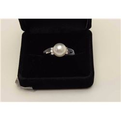 O.M.M. Ayoya Pearl Ring mounted in Platinum  (approx. 5.8 gr.) Vintage Estate piece.  Est$400-800