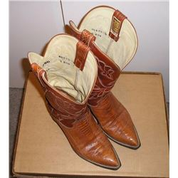 Pair of Mens  Exotic Cowboy boots. Sienna  colored lizard lower a stitched upper. Great  pattern. Ho
