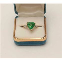 One exceptional trilliant cut Green garnet  ring set in 14k yellow gold with 2 baguette  diamonds. E