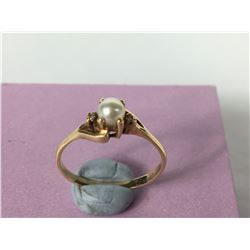 10ct Yellow Gold Ring with Centre Pearl & two Side Diamonds