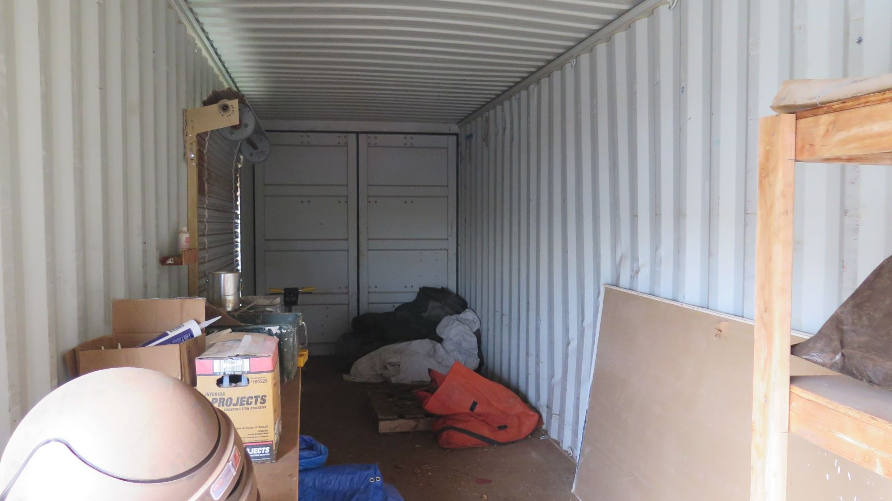 ... Image 4 : 40 Foot Container, Roll Up Doors (contents Not Included)