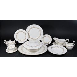 Royal Worcester Dinnerware Saguenay Service for 12