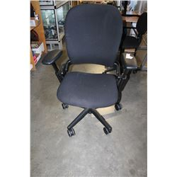 ROLLING BLACK OFFICE CHAIR
